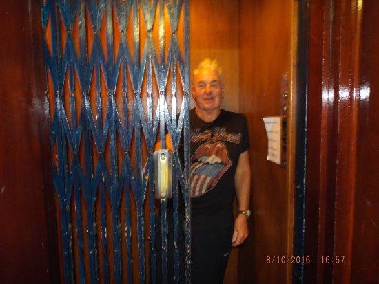 Glastonbury Hotel: lovely old lift