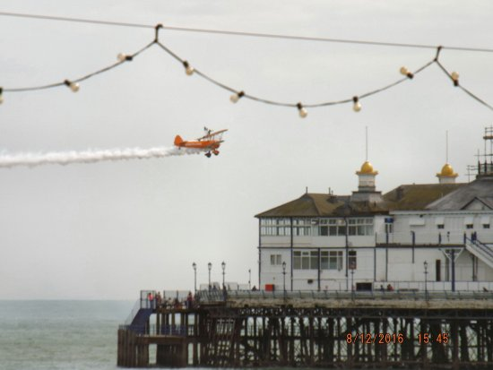 Glastonbury Hotel: airshow from front of hotel
