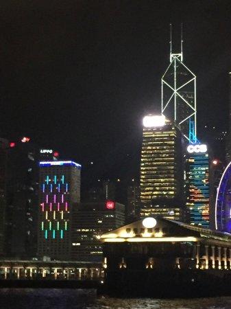 la ville de HK sur l'île principale. De nuit, les éclairages sont superbes-
