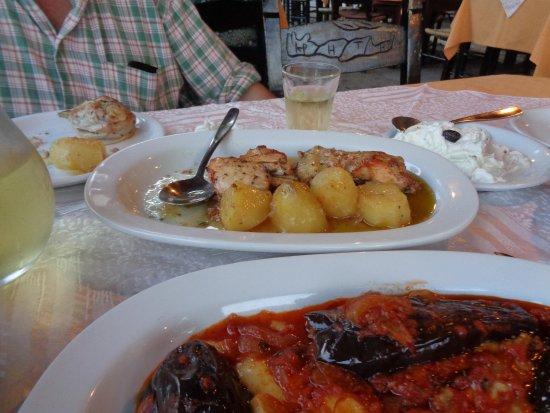 Даратсос, Греция: Jag åt imam, jättegott. Min man tog kyckling med potatis. Jättenöje.