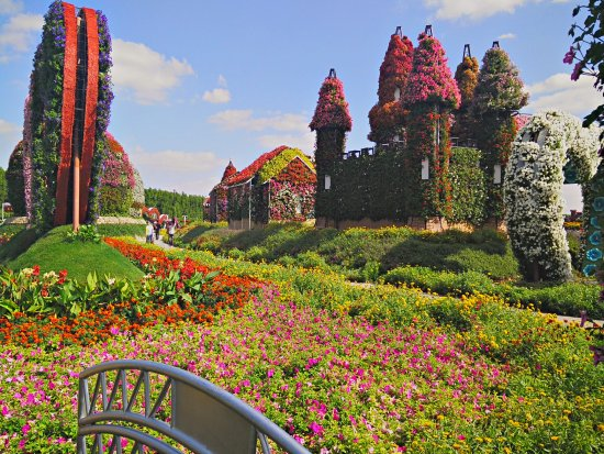 Le jardin extraordinaire picture of dubai miracle garden for Jardin 00 garden