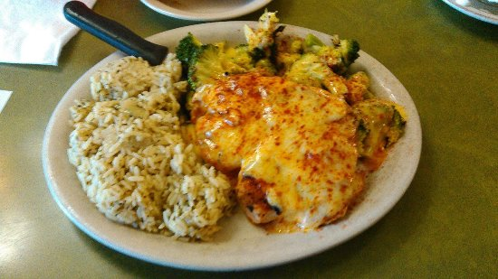 Mounds View, Миннесота: BBQ Chicken w/ Hollandaise,Rice Pilaff,and Brocolli.