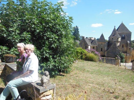 La Vieille Auberge: deux amies en vacances au mois d'aout en Dordogne - toutes deux TRÉS habituées des restaurants -