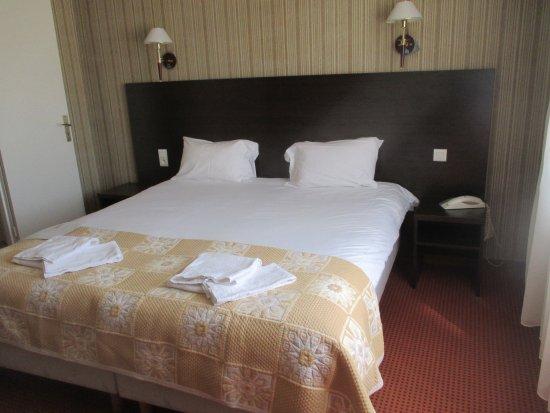 Hotel de France : Amplísima cama