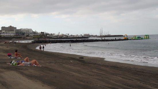Lagos de Fanabe Resort: Strand links vom Hotel