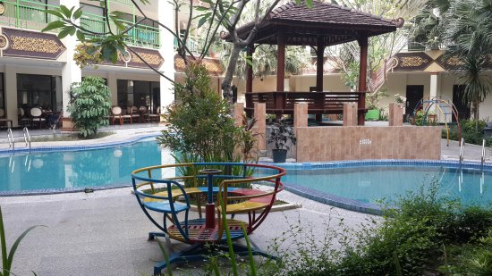 East Java, Endonezya: Swimming pool near breakfast area