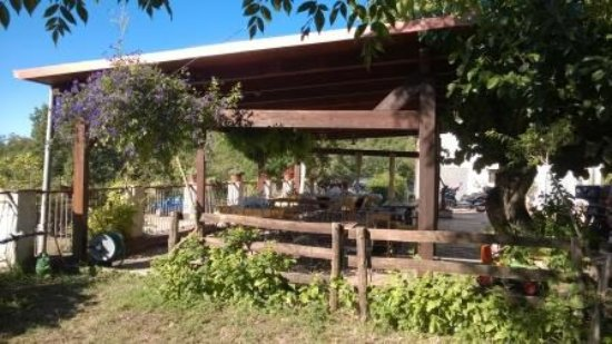 Montecorvino Pugliano, Italien: Terrasse où nous avons mangé et pris le petit déjeuner