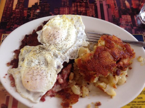 North Bergen, Nueva Jersey: Corned beef hash and eggs (over easy)