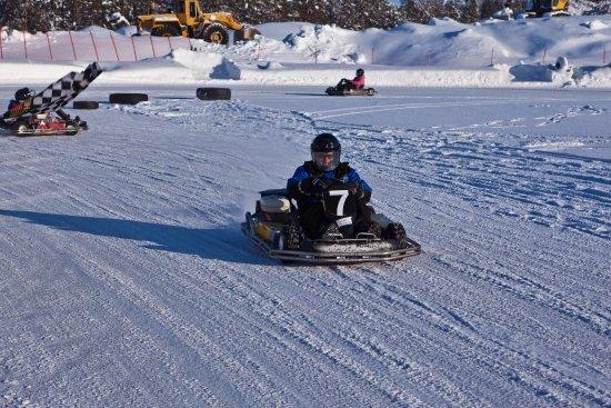 Kuusamo, Finlandia: Картинг зимой