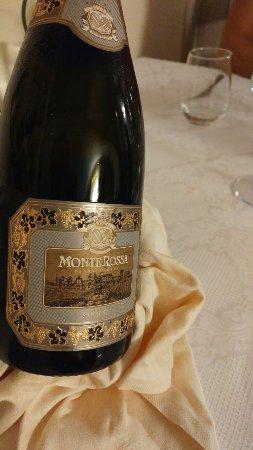 Angolo Terme, Italia: il vino gustato a pranzo