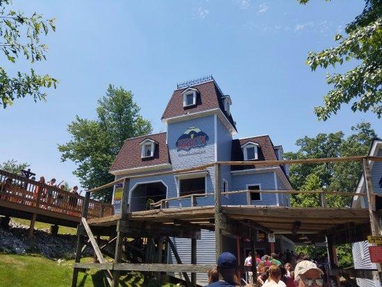 Holiday World & Splashin' Safari: The Raven roller coaster station