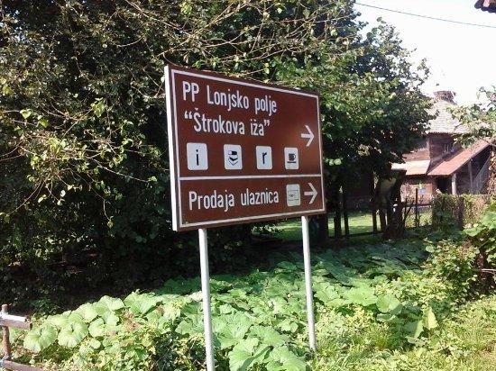 Sisak, Kroatien: Sign next to the Štrokova Iža Info Center