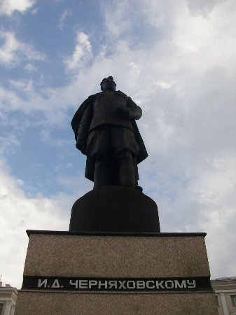 ‪Monument to the General Chernyakhovskiy‬