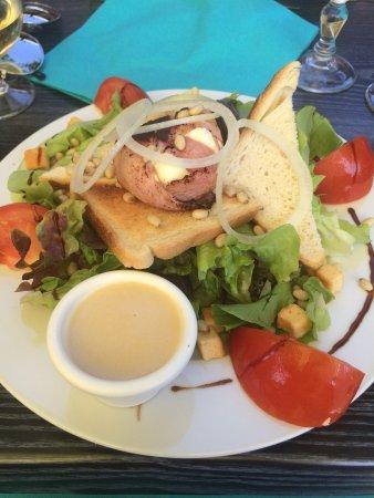 Salade et brochettes du menus à 22