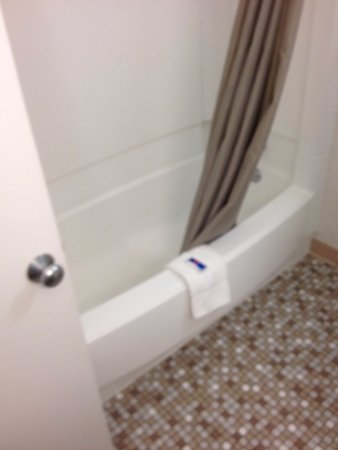 Motel 6 Merrillville: Motel 6 Meriville IN Tub
