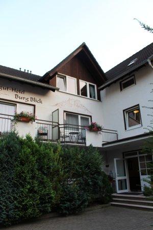 Bad Munster am Stein-Ebernburg, Alemania: Voreransicht des Hotels