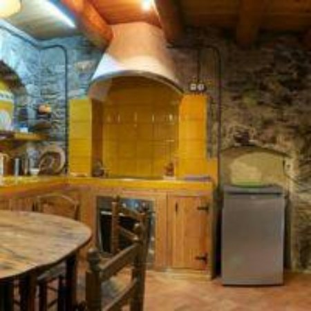 Taüll, España: Cocina y comedor del apartamento para 2 personas