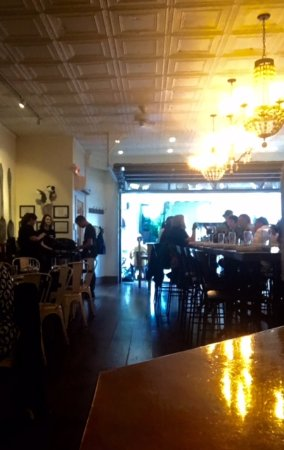 Sewickley, PA: Large table for groups