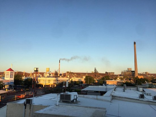 Ibis Styles Mt Isa Verona: view from Balcony Level 3, Mt Isa morning
