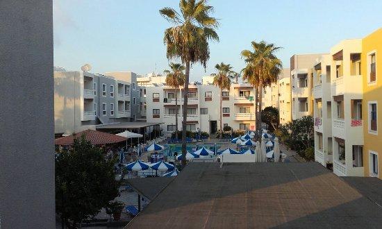 Damon Hotel Apartments: 20160826_184722_large.jpg