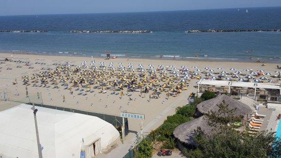 Grand hotel azzurra club lido adriano italie voir les - Bagno marina beach lido adriano ...