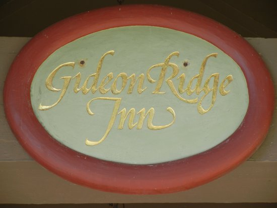 Gideon Ridge Inn: Picture above Entry Door