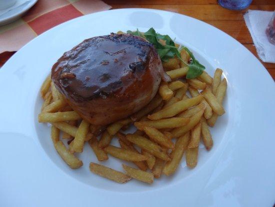 Balatonlelle, Hungría: Baconbe tekert bélszín.