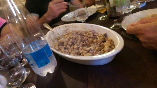 Sant'Anatolia di Narco, İtalya: GNOCCHI AL VINO SAGRENTINO