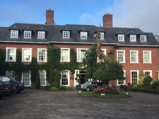 Hayfield Manor Hotel : front of hotel