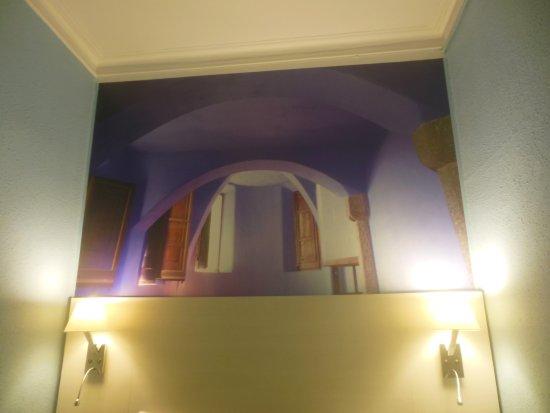 Hostal Fontanella: Dipinto nella camera