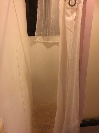 Hotel and Hostal El Punto: Salle de bain rustique