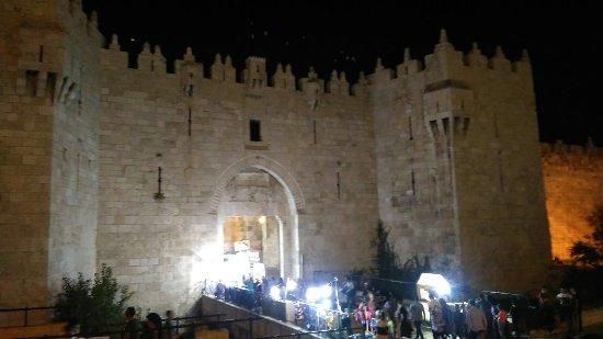 Porte de Damas (Sha'ar Shechem) : Damascus gare by night