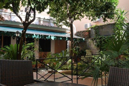 Astoria Garden Resmi