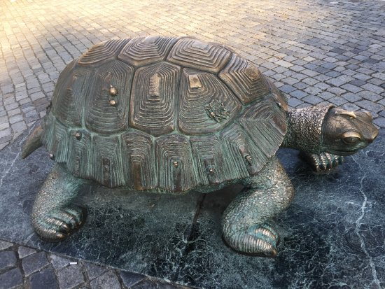 Olomouc, Repubblica Ceca: A sculpture of a large turtle by the Arion Fountain