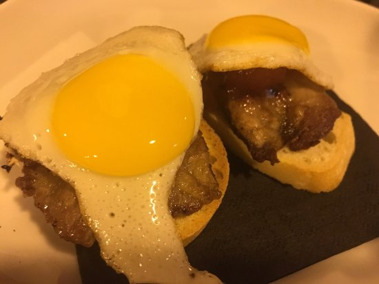 Province of Huelva, İspanya: Minitosta de presa con huevo de codorniz