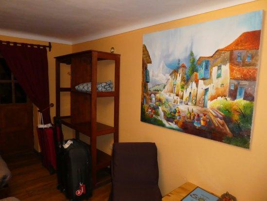 Hotel Sol : Colorful decor