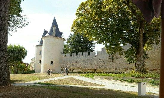 Chateau de Mirambeau: IMG_20160911_225753_large.jpg