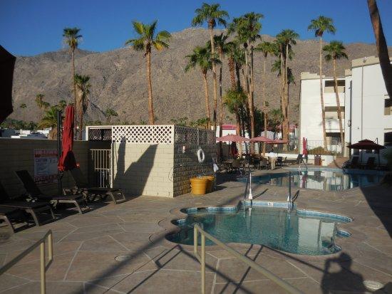 Baymont Inn Suites Palm Springs Photo