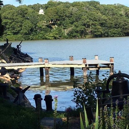 Spohr Gardens: Peaceful scene dockside
