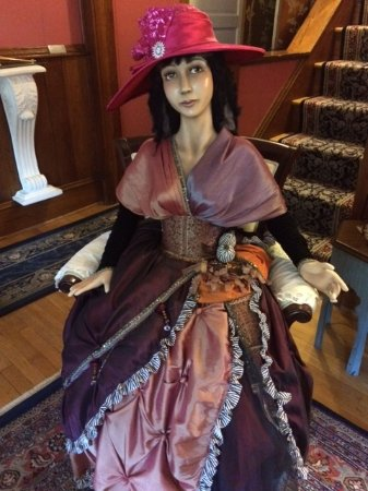 Azalea Inn Bed and Breakfast: this beauty sit in the formal living room ~ make sure you say Hello!