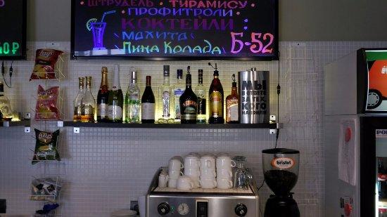 Zhukov, روسيا: Бар на ресепшен( фляжка смешная)