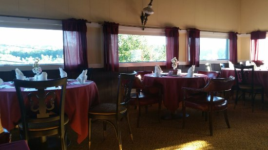 Amsterdam, NY: Traveling in mid-september so quiet restaurant not very crowded the food was good and the hosts
