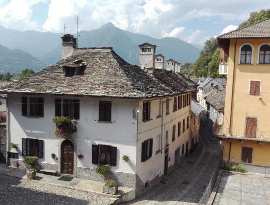 Le case con i tetti in pietra foto di castello di for Tetti di case moderne