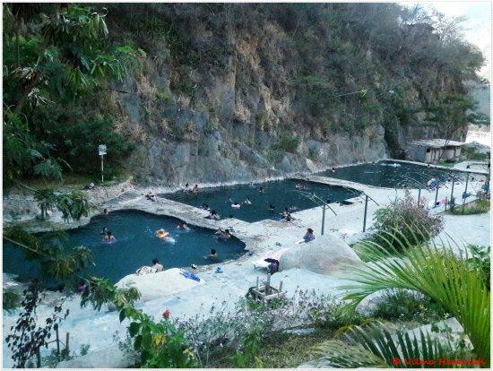 Santa Teresa, بيرو: Vista geral das piscinas termais de Sta. Tereza