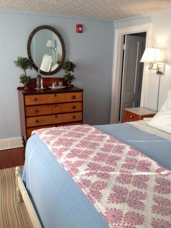 Falls Village, CT: A comfortable King size bed