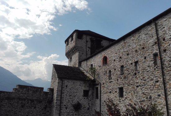 Vogogna, İtalya: Castello (dentro le mura)