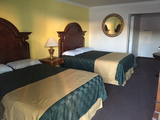 Desert Mirage Inn and Suites: photo0.jpg