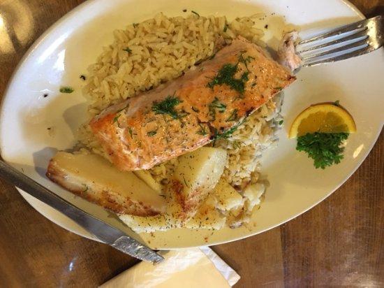 Cobourg, Canadá: Salmon on rice