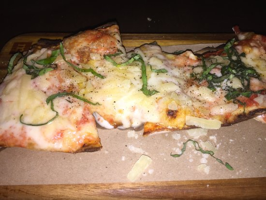 River Oyster Bar: Four Cheese Flatbread - Must try!!