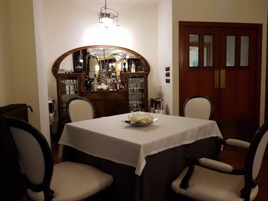 Restaurante San Ramon Del Somontano: DETALLE APARADOR VINTAGE